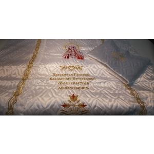 Ритуальный комплект атлас стеганое с вышивкой Богородица (покрывала+наволочка)